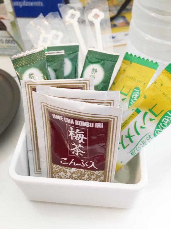 ホテル・ユニバーサルポートの梅昆布茶・お茶・コーンスープ